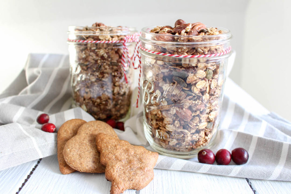 Gingerbread Granola - plantbased, gluten free, refined sugar free, healthy - heavenlynnhealthy.com