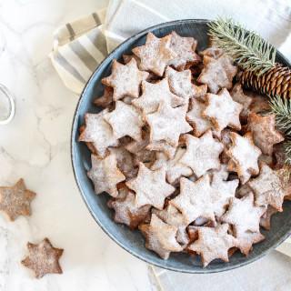 Healthy Almond and Cinnamon Christmas Stars - plant based, gluten free, healthy, refined sugar free - heavenlynnhealthy.com