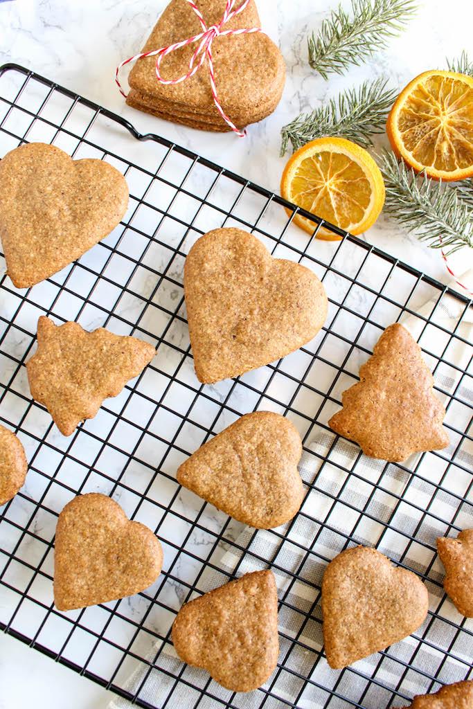 Healthy Gingerbread Cookies - plant based, vegan, gluten free, refined sugar free - heavenlynnhealthy.com