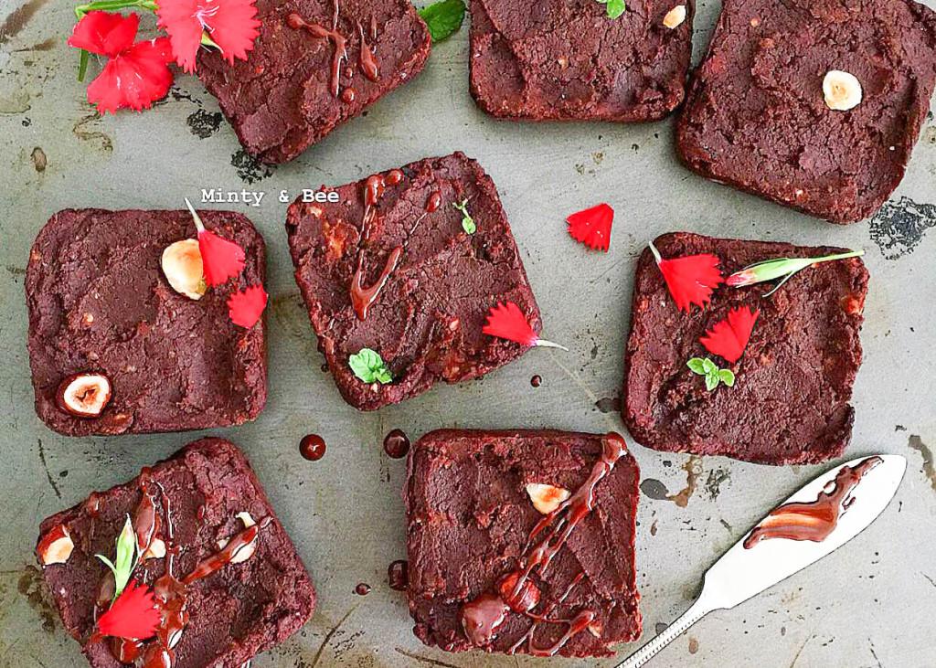 Baked kidney bean brownies - plant based, gluten free, healthy, vegan, refined sugar free - heavenlynnhealthy.com