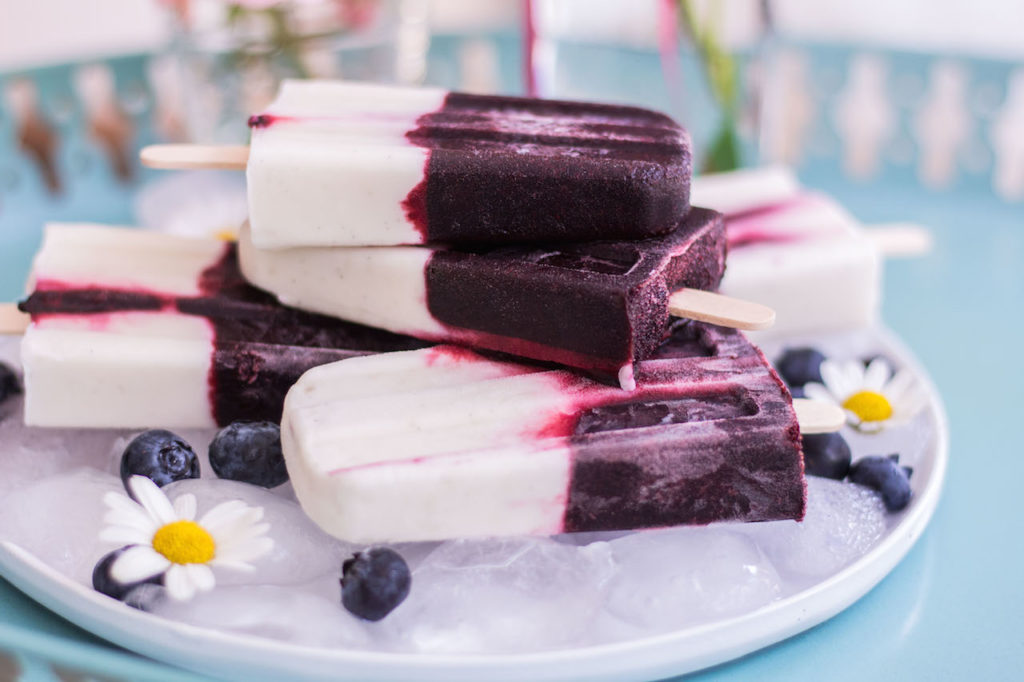 Blueberry Coconut Yoghurt Popsicles - plant based, vegetarian, refined sugar free, vegan - heavenlynnhealthy.com