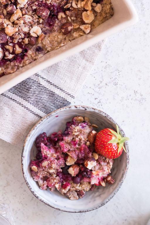 Baked Berry Oatmeal - plant based, gluten free, vegan, refined sugar free, healthy - heavenlynnhealthy.com