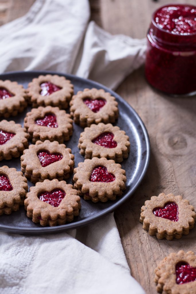 Healthy Peanut Butter & Jelly Christmas Cookies (German Spitzbuben) - vegan, plant based, gluten free, refined sugar free - heavenlynnhealthy.com