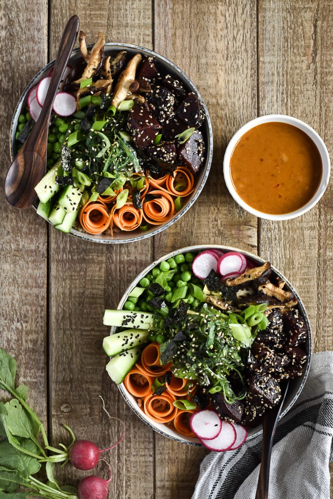 Healthy Poké-Bowl with Chili-Tahini-Sauce - plant-based, vegan, gluten free, refined sugar free - heavenlynnhealthy.com