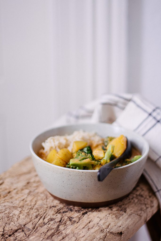 Easy Autumn Curry with (Almost) 5 ingredients - plant-based, vegan, gluten free, refined sugar free - heavenlynnhealthy.com