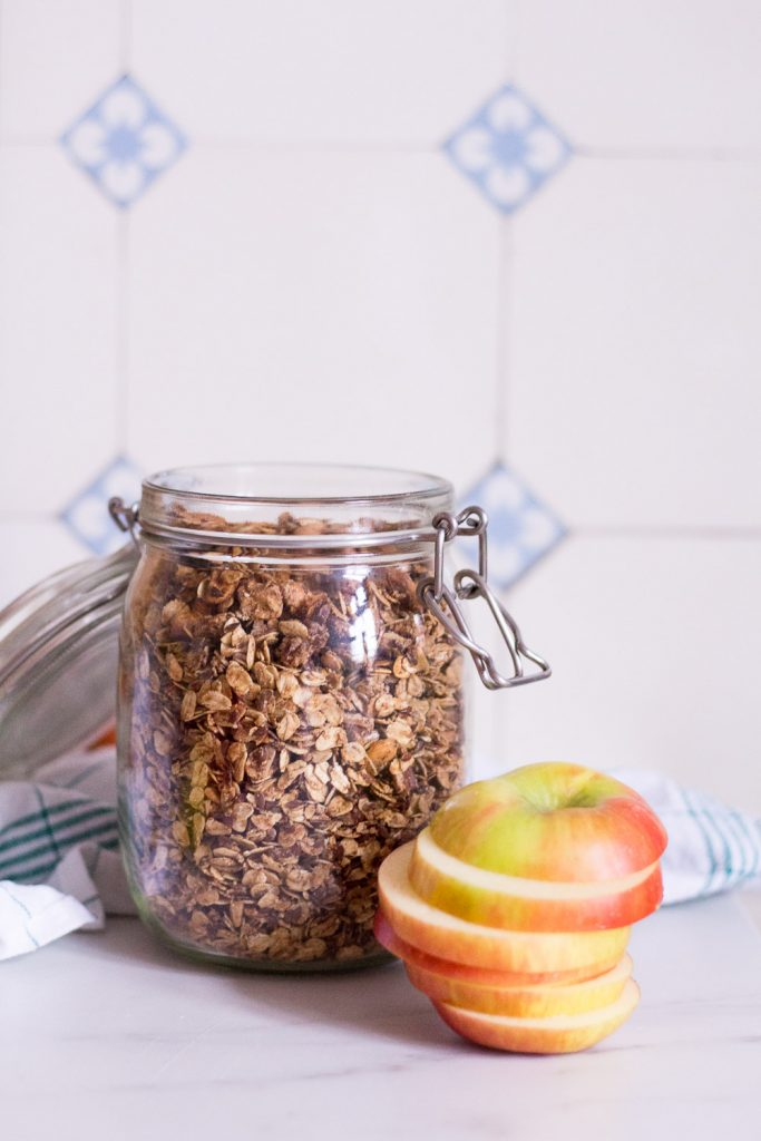 Crunchy apple overnight oats - plant-based, vegan, gluten free, refined sugar free - heavenlynnhealthy.com